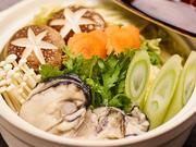 〆の雑炊付き。秋田の寒い夜に心も体も芯から温まる。牡蠣専門店の珠玉の牡蠣鍋。是非ご賞味下さい。