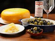 つまみにうれしい『チーズとオリーブ食べ放題』