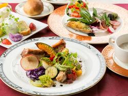 旬な食材を使用したシェフのおまかせの全10品のフルコースです。特別な日や結納、顔合わせなどの会食に