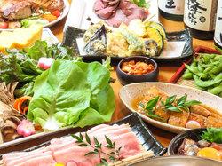 「鶏つくねと野菜の餡かけ」「鮪の山かけ」「鱈と海鮮醤油鍋」が付いた豪華宴会コース。接待、宴会に最適!