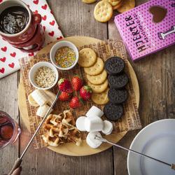 看板メニューのチーズフォンデュとチョコフォンデュがなんと、どちらも食べ放題!