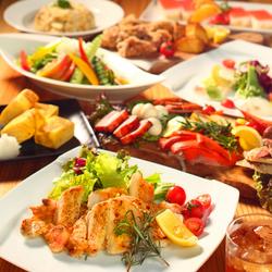 当店の名物、燻製料理をお手頃に愉しんでいただける宴会コース。たっぷり3時間飲み放題付き!