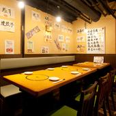 店内奥のテーブルは半個室状態。仲間と気軽にワイワイ宴会を