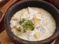 トロトロ、熱々のチーズが美味しい『6種類のチーズの石焼きリゾット』