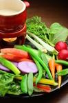 青森県田子産ニンニク使用の自家製ソースが自慢の一品。新鮮な野菜を味わい深いソースでいただきます。
