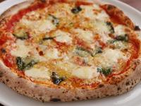 高温で焼き上げるもちもちのピッツァ『マルゲリータ』