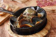 濃厚な魚介のエキスがくせになる『魚介スキレット鍋 クリーム』