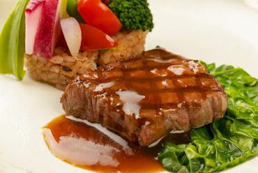 上質な肉を存分に味わう『国産A5ランク黒毛和牛のグリルステーキ京都園部産朝採り野菜と共に』
