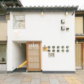 京の町に溶け込むモダンな外観