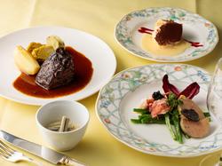 一組だけの貸切コース世界の美味しい食材が堪能できるプランです。
