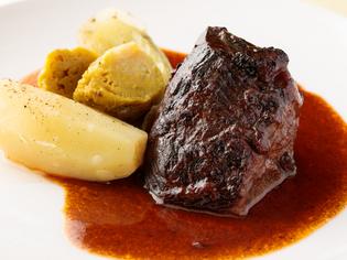 『ブッフ ア ラ モード』に使う山形県産黒毛和牛の頬肉
