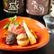 季節の皿に合う日本各地の地酒、人気の焼酎、世界のワインが揃う