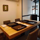 西麻布の隠れ家的な和の個室空間で、旬を食す和みの宴を