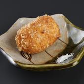 遊び心と熟練の技が冴える名物料理『季節のクリームコロッケ』