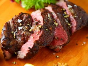 鹿肉本来の旨みを味わっていただきたい『北海道産 蝦夷鹿しんたま炭火焼100g』