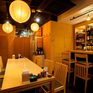 ひとひねりある上質な料理に合わせて、様々なお酒をいただける【旬和膳 きゅう】。店内奥のカウンターがある空間は、つい立で個室状態にできます。カジュアルなおもてなしに最適の空間は、接待や会食に最適です。