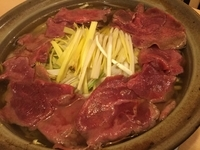 牛タンと岡山の農家から直送の黄ニラと野菜(キャベツ もやし 長ネギ)をカボス醤油(ポン酢)で。 何と言っても牛タンと野菜の旨味のおダシの〆のそうめん(半田そうめん)はたまりません