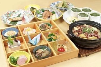 彩り鮮やかな八寸と季節の食材を使った土鍋炊き込みご飯コース