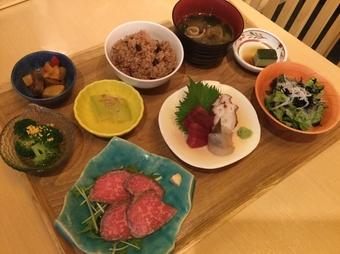 接待や会食、お客さまや大切な方々とのお食事を・・・ 大切なひとときを・・・
