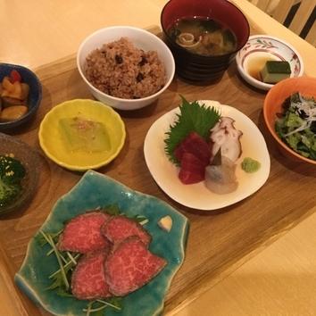 お昼の予約御膳「お昼の贅沢会食御膳」