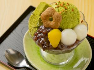 十勝産あずきと抹茶アイスの上品な甘さの『抹茶パフェ』