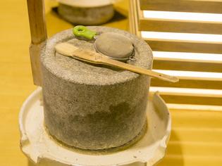 石臼で挽く、上質な「丹波の黒豆」でつくるきな粉が絶品