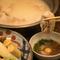 伝統と三代目による創作鶏料理で、和みの宴会を楽しむ