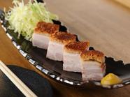 皮つきバラ肉を香ばしくジューシーに焼き上げた『さくさく焼豚』