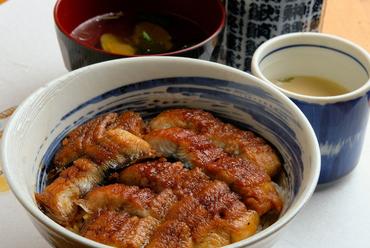 厳選国産うなぎの風味豊かな『鰻丼』