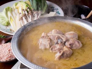 コラーゲン&ヒナ鶏の旨みを堪能する『自家製濃厚鶏ガラスープ炊き鶏鍋(水炊き)』