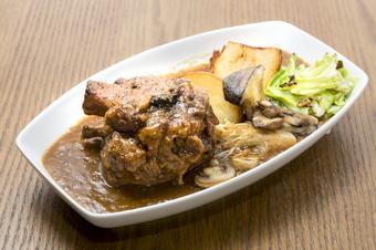 おすすめソーセージやドイツ伝統の肉料理「アイスバイン」「シュペッツレ」など料理が充実したコースです!