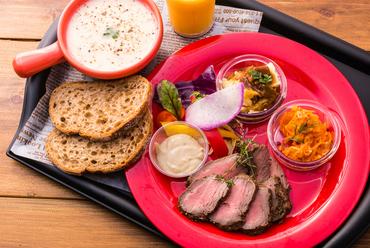 『Meat&Three』お肉料理1品+前菜3品