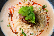 まろやかな白いスープに、花椒のアクセントを添える『胡麻担担麺』