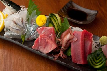 その時季一番の鮮魚を贅沢なお造りに『旬の刺身盛り合わせ』