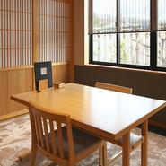 テーブル席・座敷の個室はそれぞれ8人まで利用可能。心落ち着く空間でのんびりと本格的な和の逸品をいただけます。遠方からのお客さまやビジネスの場面での利用もおすすめです。