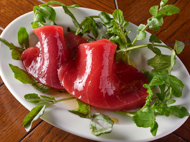 豊洲やま幸 生本マグロ イタリア魚醤コラトゥーラ とオリーブオイル
