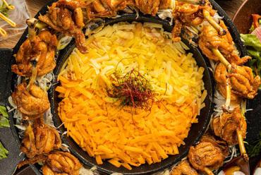 ● 名物チーズダッカルビ