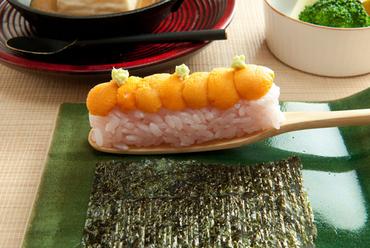 会席を彩る名物2品。滋味深い『ごま豆腐』と旬が薫る『お凌ぎ』
