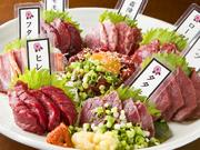 馬刺7点に加え桜ユッケまで付いた贅沢な盛り合わせ。お店に訪れたのであればぜひ注文いただきたい逸品。