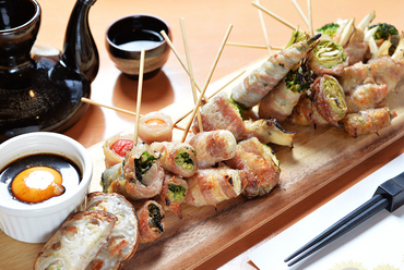 福島県のブランド豚「麓山高原豚」で野菜を巻いた『野菜巻串』