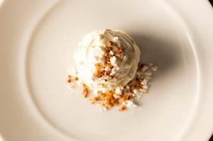 柔らかジューシーなラム肉と、濃厚な野菜の味がマッチ『骨付きラムロースのグリル』 250g