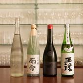 日本酒は全国各地のおよそ50蔵、100銘柄以上をラインナップ