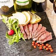 コクと風味に優れた旨み溢れる味わいを堪能『葡萄牛ランプ肉のステーキ』