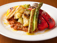 こんがり焼いた野菜を絶品ミートソースにからめていただく『いろいろ豊岡野菜のグリル』