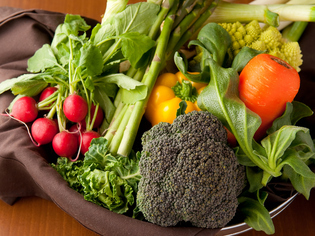 信頼できる農家から直送、バラエティ豊かな旬の野菜
