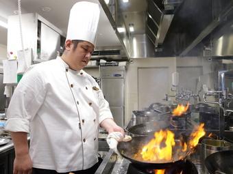 五感で料理を楽しんでもらうための盛り付けと、絶妙な火加減