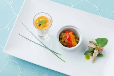 旬の野菜を積極的に取り入れた華やかなビジュアルの『前菜』