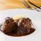 ほどける食感と肉の旨みを味わう『牛ホホ肉の黒胡椒煮込み ペポーゾ』