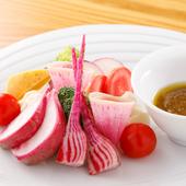 四季折々の味覚を堪能。彩り豊かな『季節野菜のバーニャカウダ』