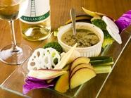 地元の新鮮な野菜を味わう『バーニャカウダ』
